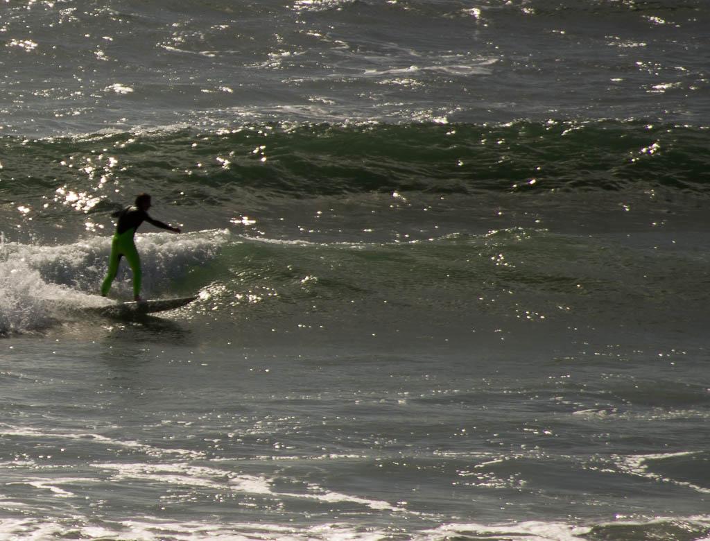 Surf à Newgate, Pembrokeshire, Pays de Galles