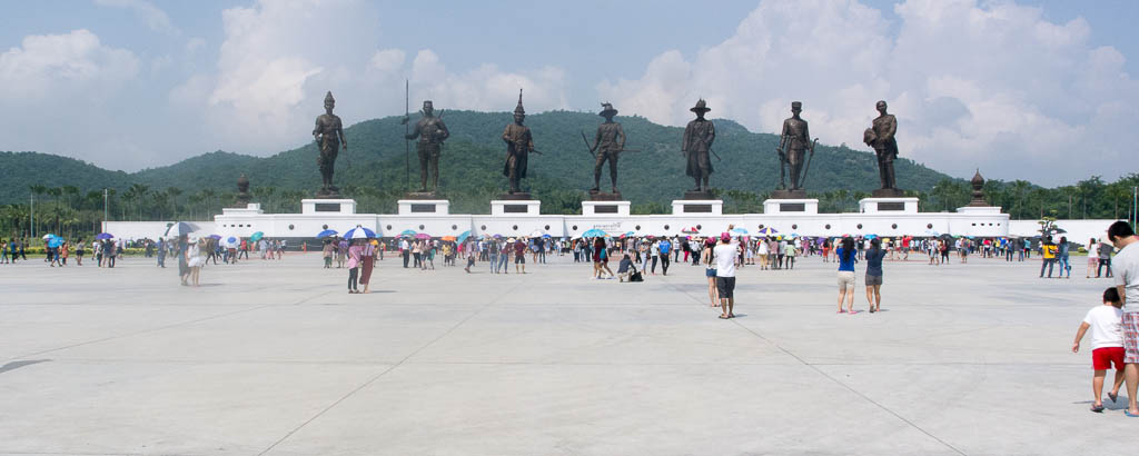 Hua Hin - Parc Rajabhakti - statut de bronze de 7 rois thaïs