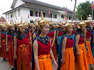 Laotiennes portant le Lao Sinh traditionnel