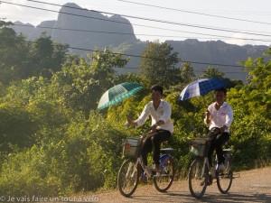 Je croise de plus en plus de cyclistes, notamment des jeunes revenant de l'école