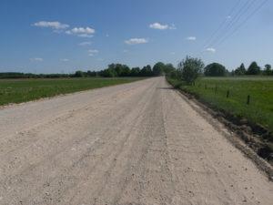 Une route secondaire en Lettonie