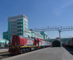 Gare de Novossibirsk : train à quai en partance pour Astana