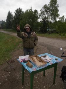 Pêcheur à qui j'ai acheté 2 poissons