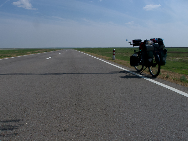 L'AH3 qui va de Oulan-Bator à Zamin-Uud : un long ruban de bitume