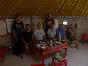 La famille qui a accueilli et partagé leur repas avec moi, pauvre cyclotouriste étranger.