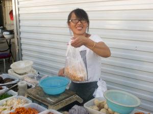 Street food à la chinoise : bon, pas cher et le sourire est en prime.