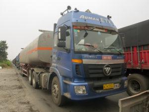 Embouteillage monstre de camions : au moins ils ne klaxonnent plus.
