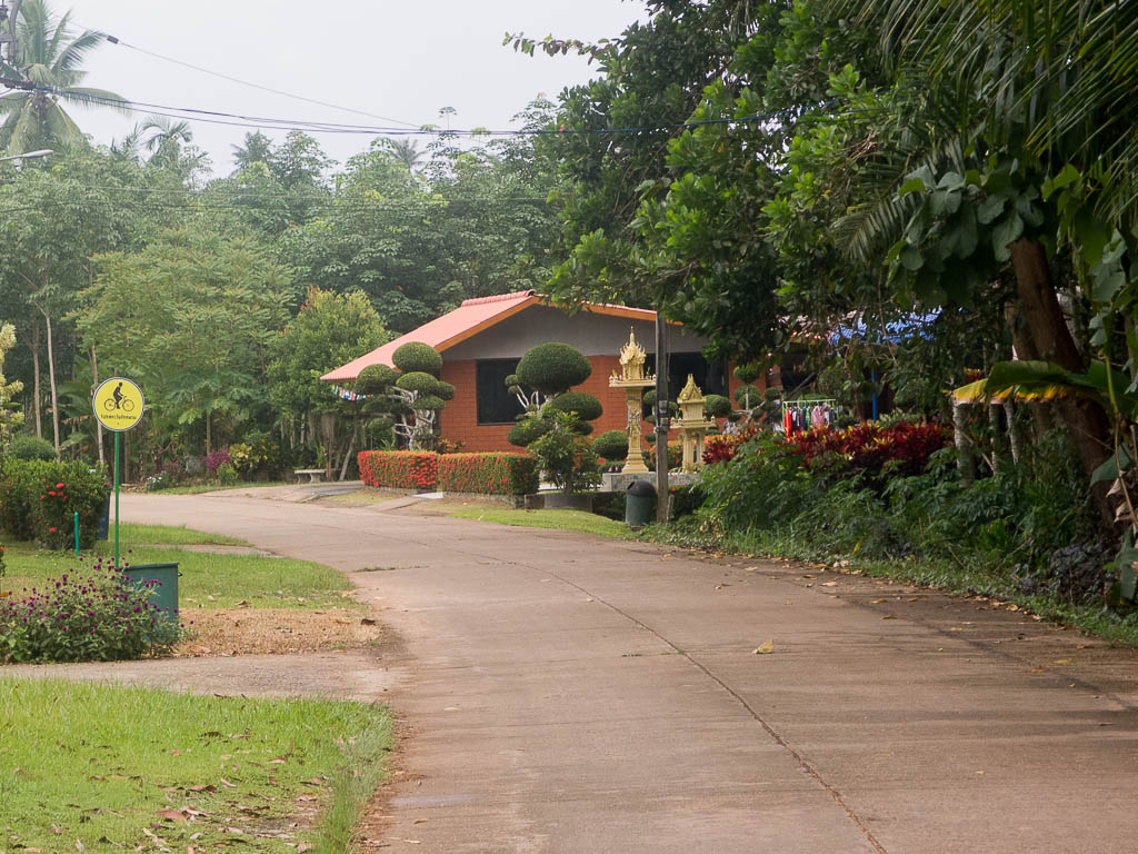 Route pour vélo près de Chumphong