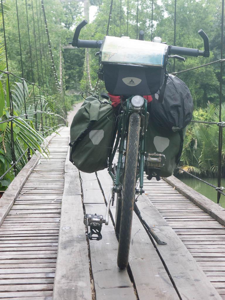 Pont suspendu à Amphoe Sawi