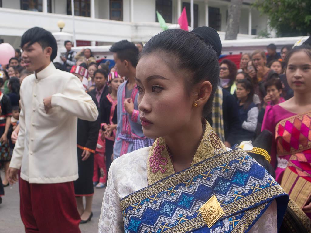 Laotienne avec son costume traditionnel