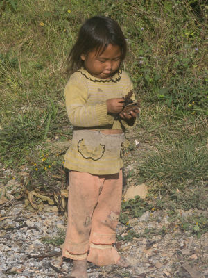 Une petite fille bien occupée