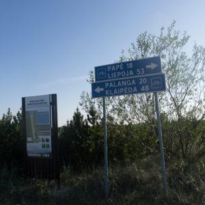 Panneau laissant croire à un itinéraire cyclable jusqu'à Liépoja